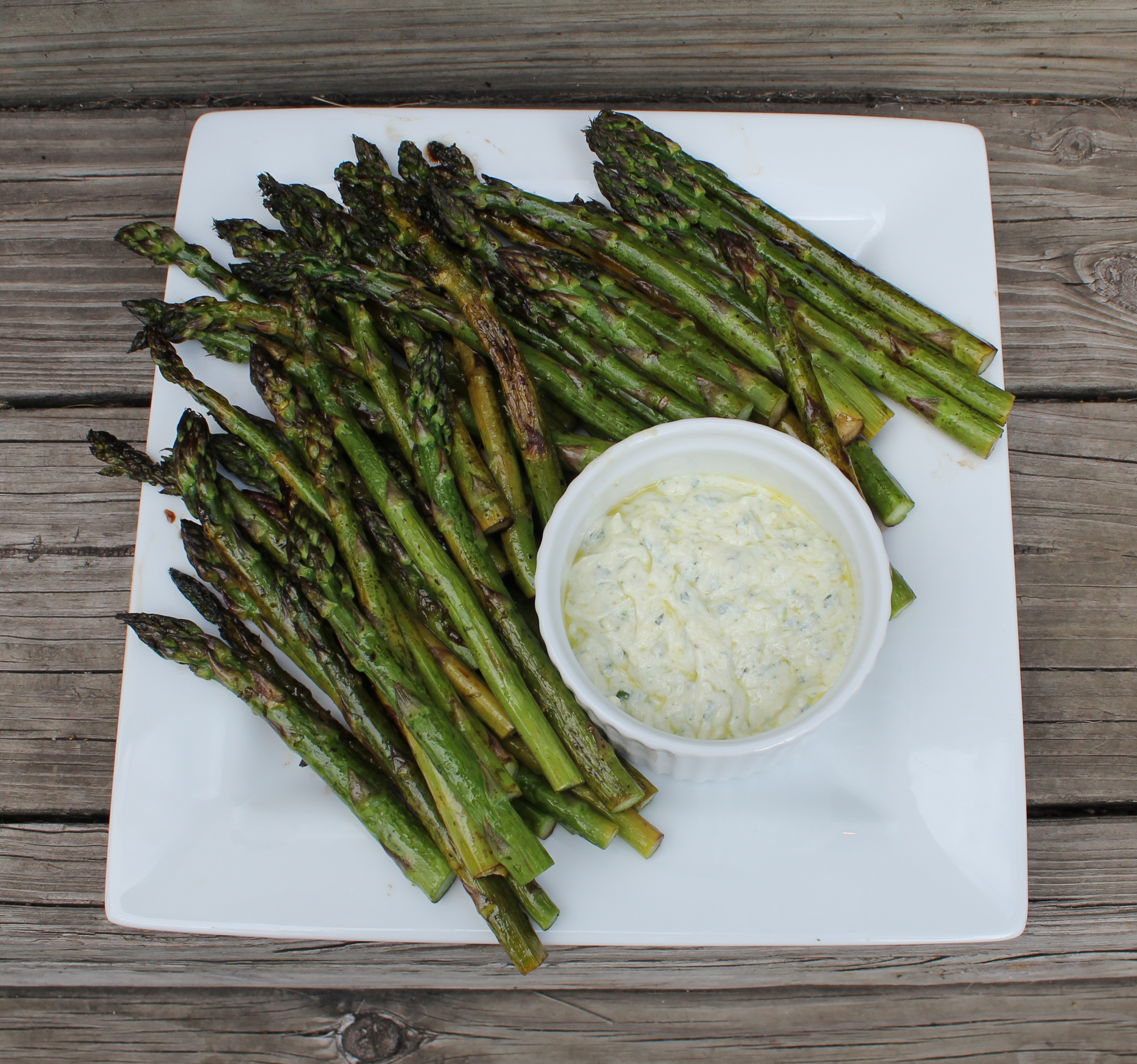 asparagus and dipping sauce