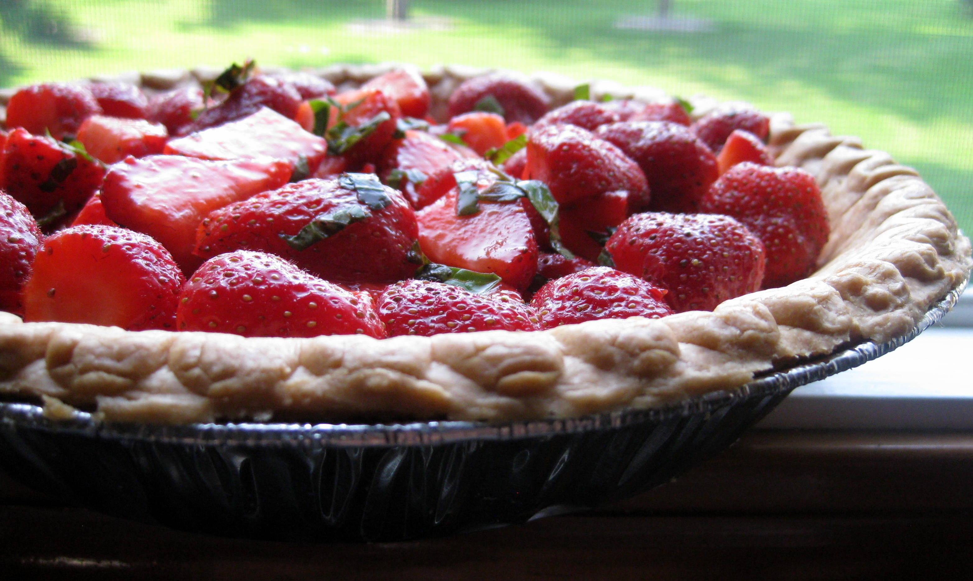strawberry basil pie