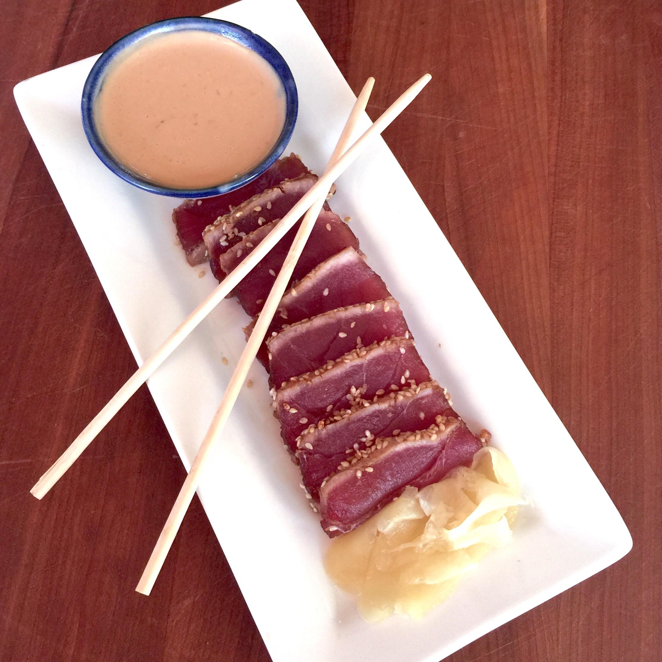 seared ahi tuna with chili garlic ginger dipping sauce